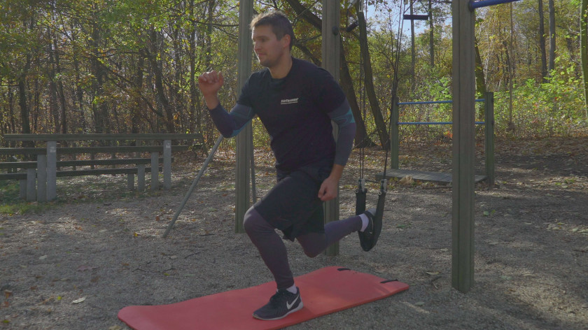 XUP Suspended reverse lunges - glut, thighs and hips workout
