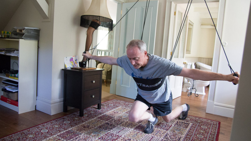 XUP Peck deck with rev. lunges - chest and legs workout