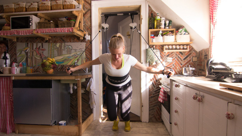 XUP Peck Deck with Squats - shape your chest, thighs and glut