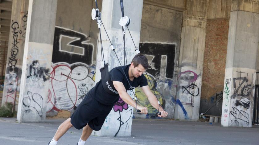 Jak zpevnit povislé paže - cvičení doma na triceps a biceps