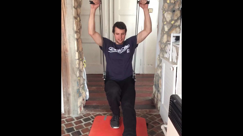 XUP Pistol Squats with support