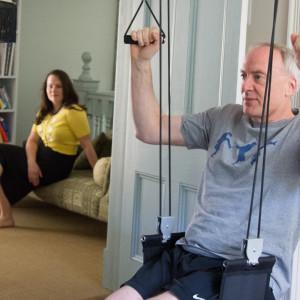 Cvičení doma s XUP pod dohledem manželky..